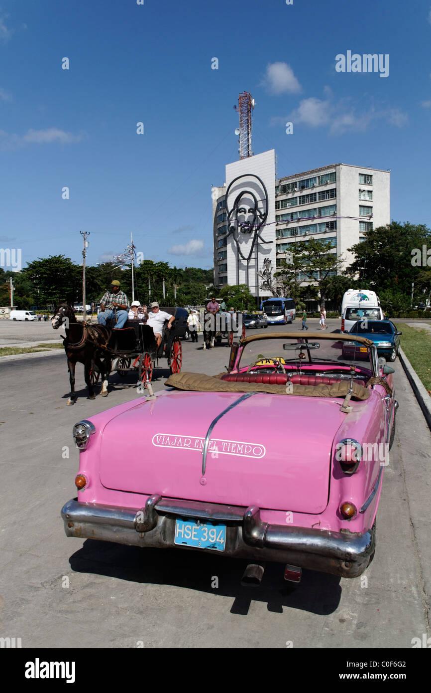 Placa De La Revolucion Square, Oldtimer-Taxi, Havanna, Kuba, CaribbeanStockfoto