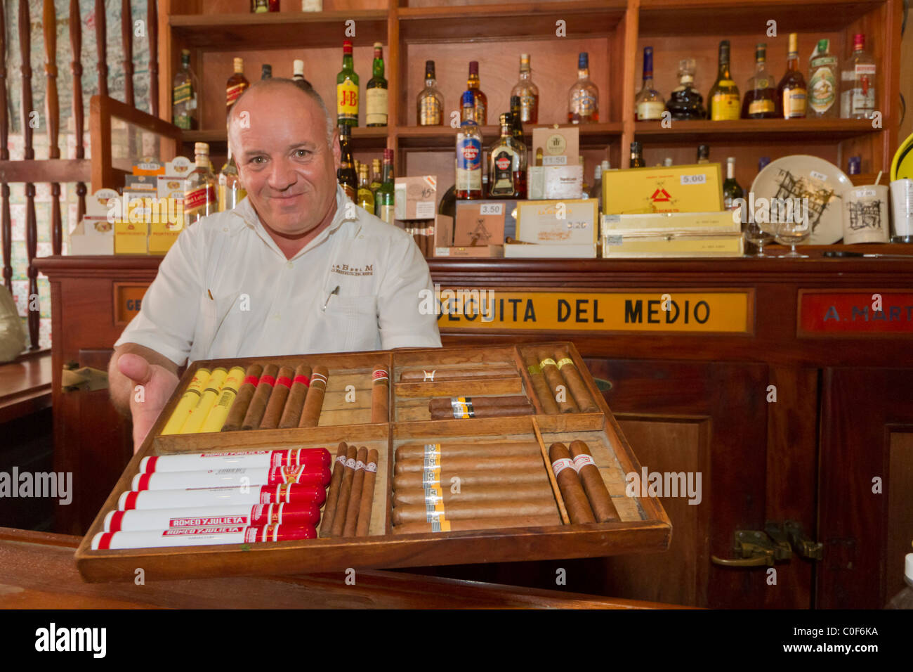 La Bodeguita del Medio, Havanna Viejo, Hemingway Bar in Havanna, Kuba, Stockbild