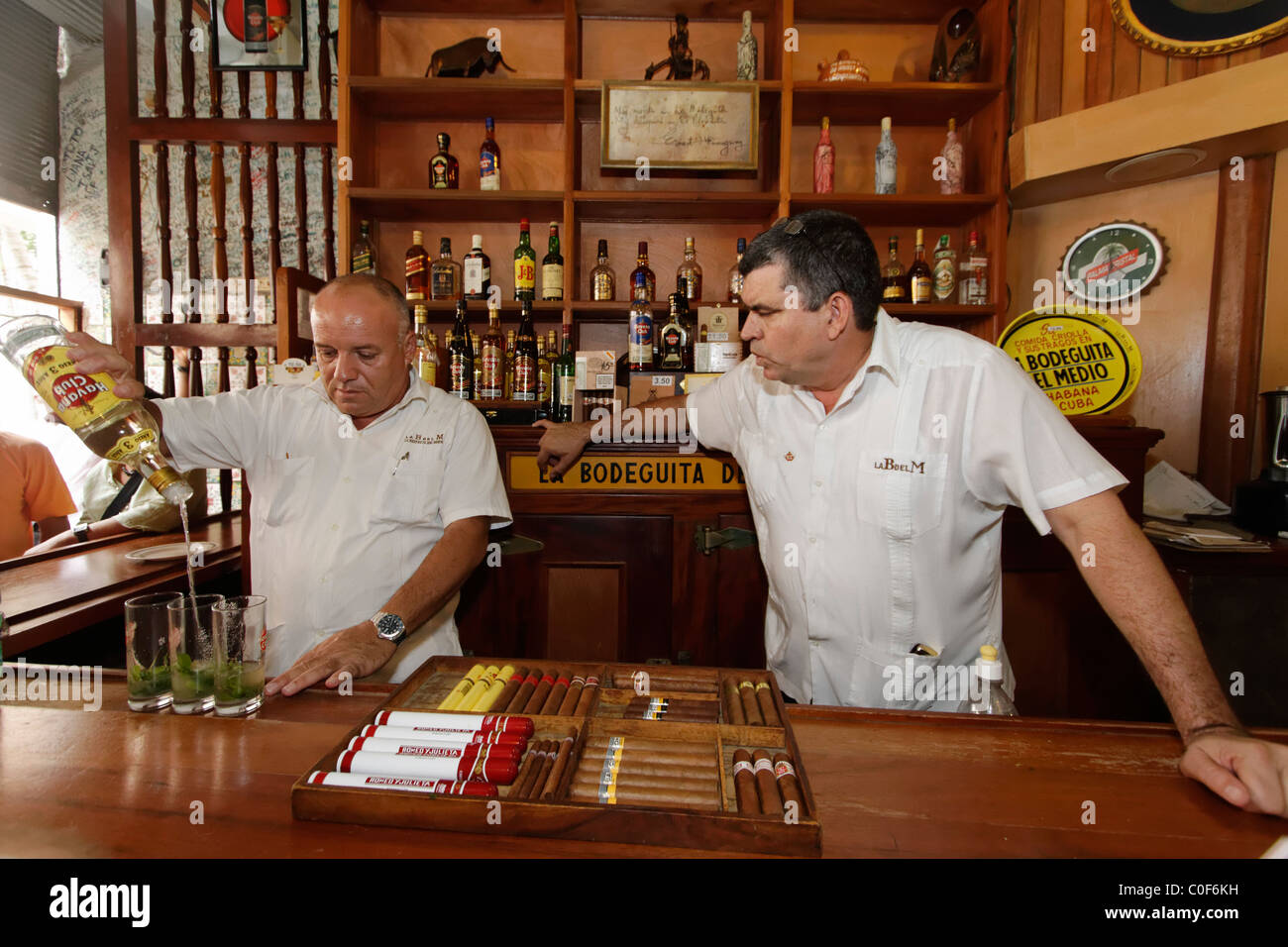 La Bodeguita del Medio, Havanna Viejo, Hemingways Bar in Havanna, Kuba, Stockbild