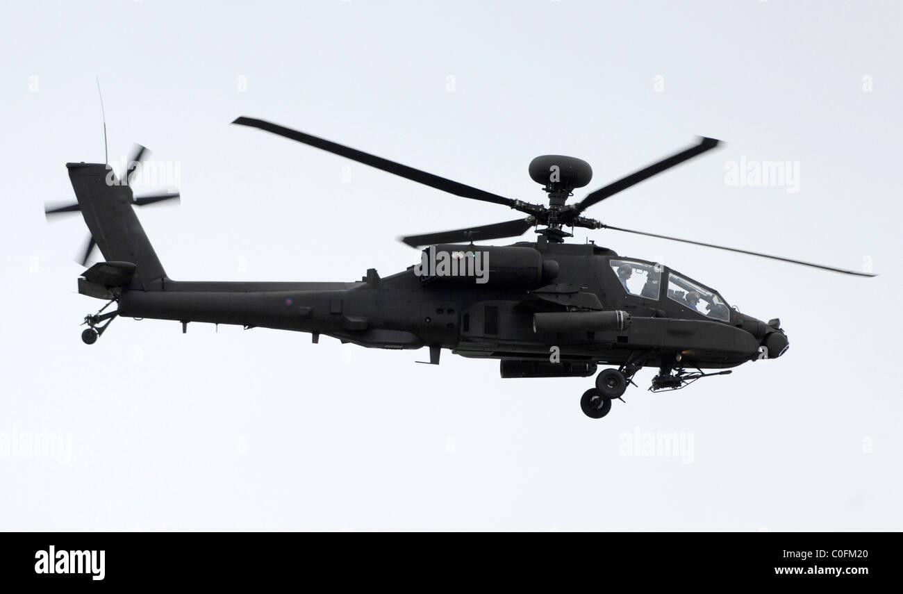Apache-Kampfhubschrauber im Flug Stockbild