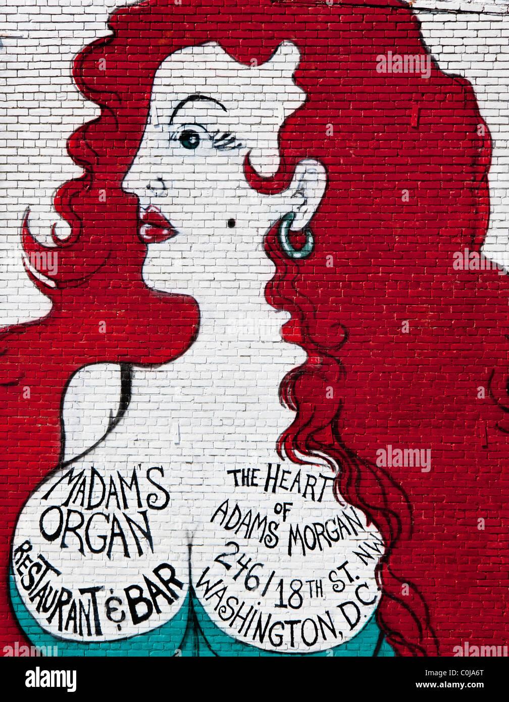Landmark Wandbild einer dralle Dame auf der Seite des Vereins Frau Orgel am 18. Street NW in Adams Morgan in Washington Stockbild