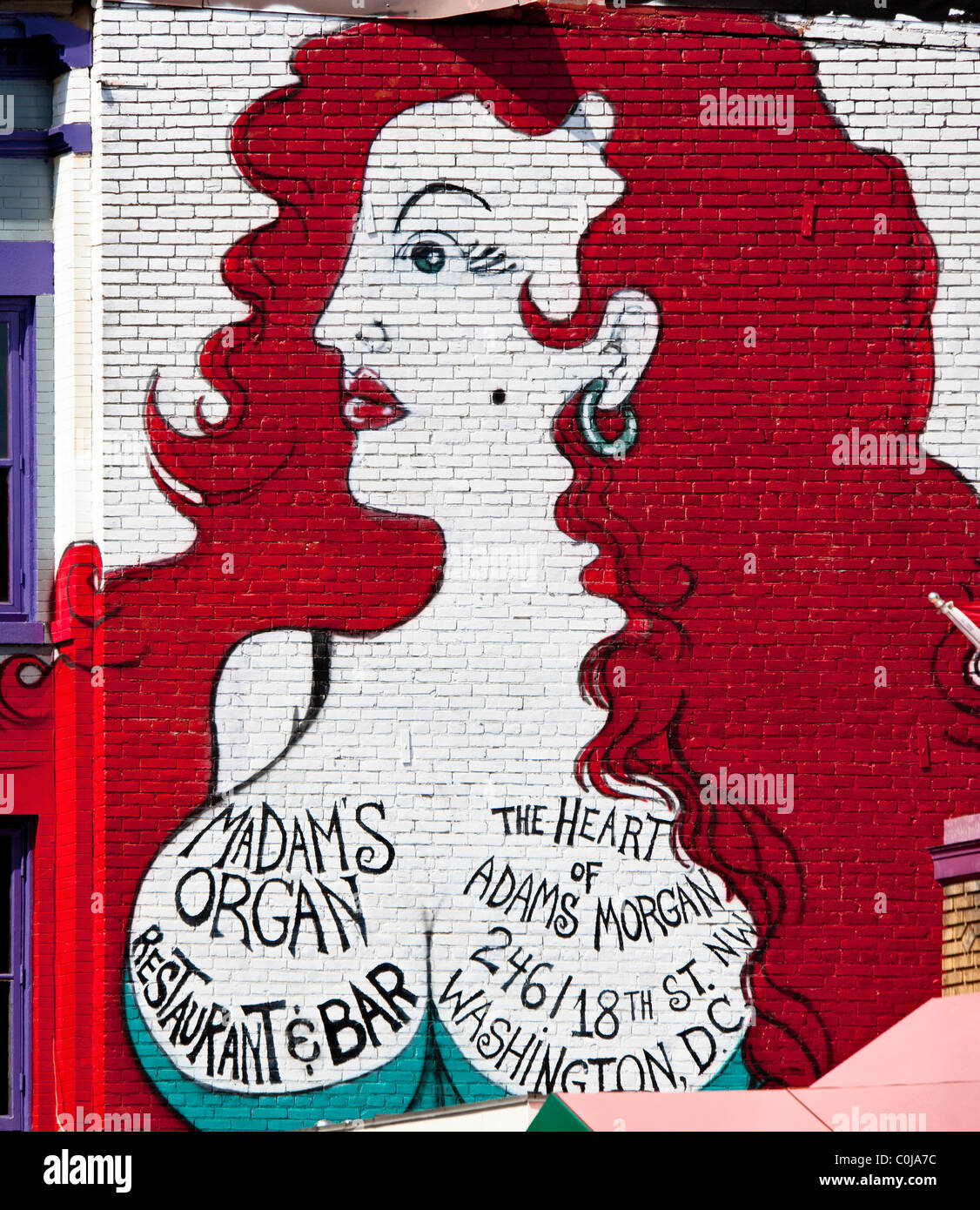 Landmark Wandbild von einem buxomly Dame auf der Seite des Vereins Frau Orgel am 18. Street NW in Adams Morgan in Stockbild