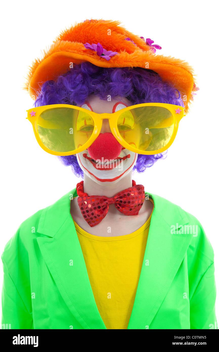 portr t des kindes gekleidet als bunte lustige clown mit luftballons auf wei em hintergrund. Black Bedroom Furniture Sets. Home Design Ideas