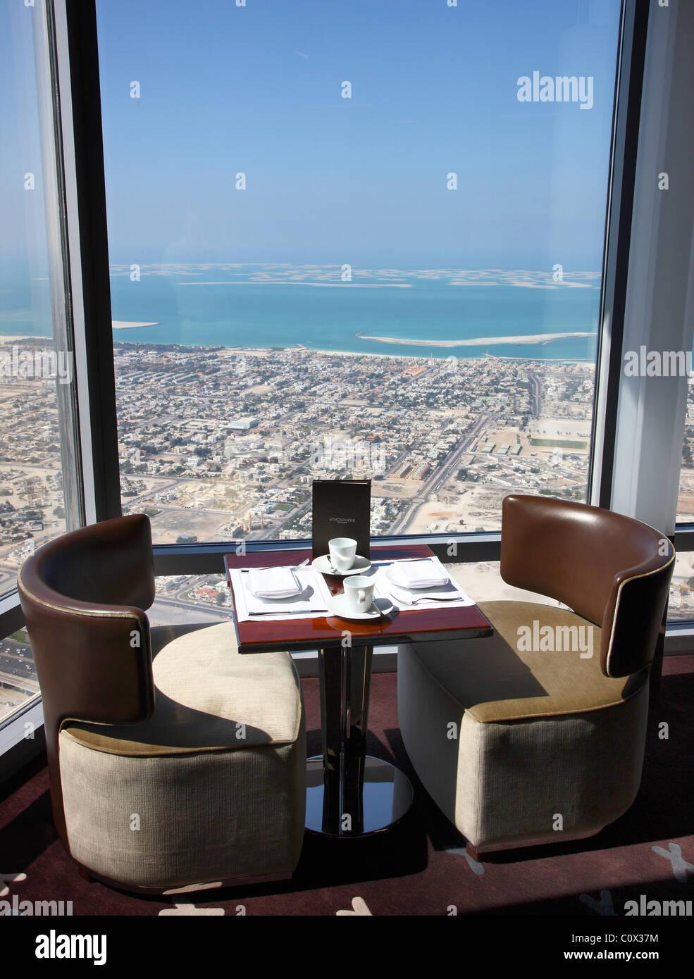 Atmosphäre des Restaurants im Burj Chalifa, höchstes Gebäude und ...
