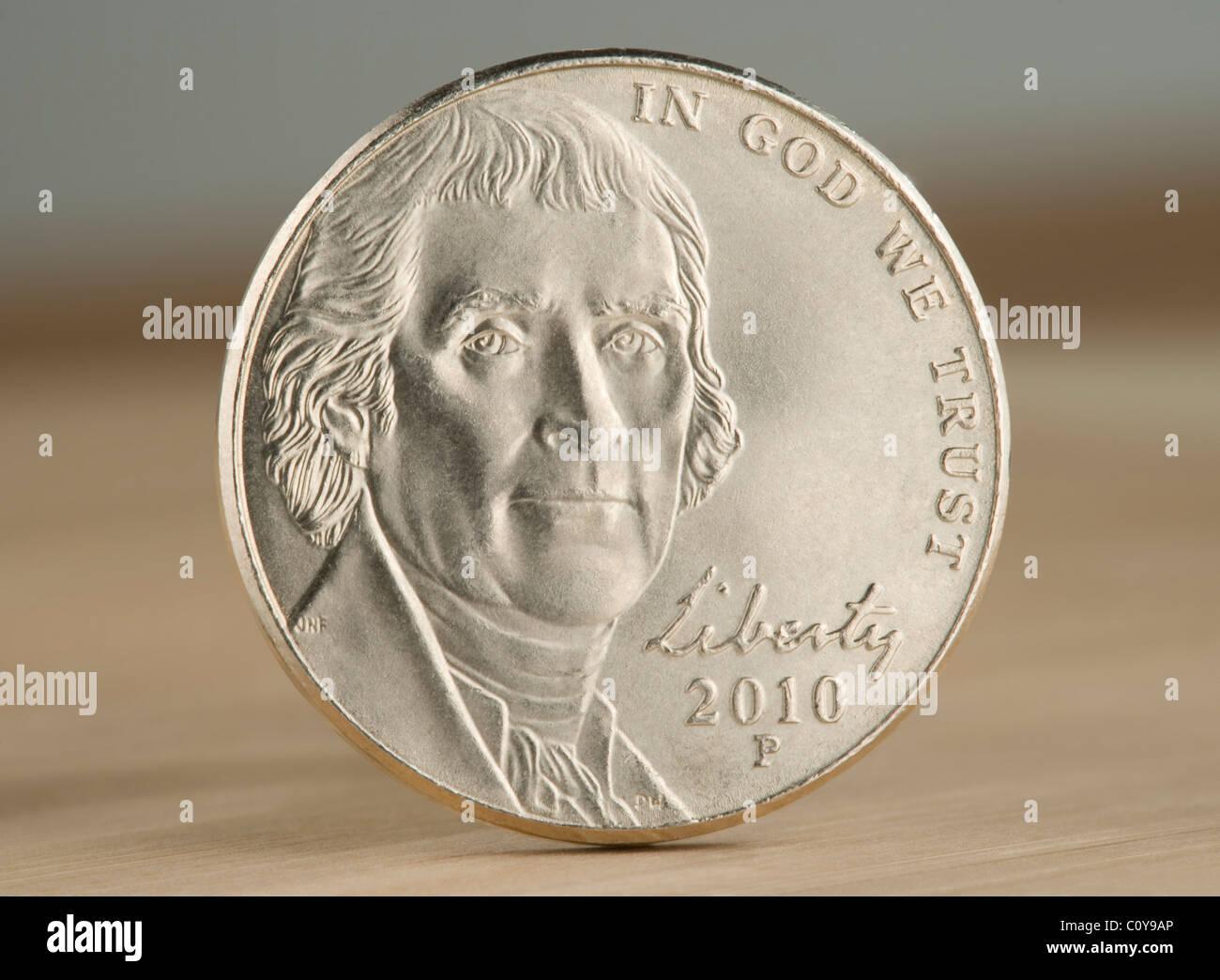 2010 US Nickel Münze. Der Nennwert von 5 Cent ist jetzt kleiner als der Wert der Metalle in der Münze. Stockbild
