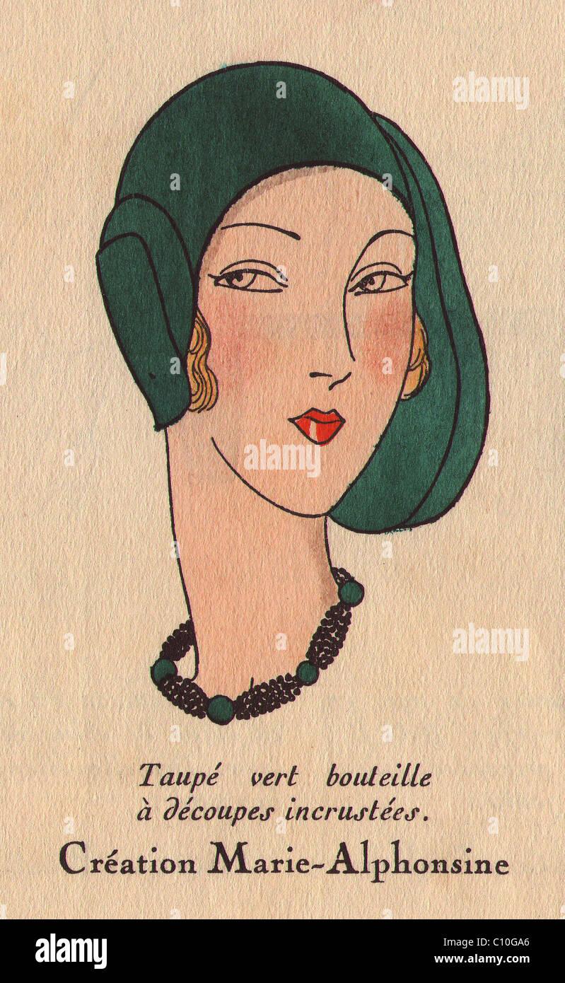 Frau mit Flasche - Grün taupe Hut und Kette in Schwarz und Grün. Stockbild