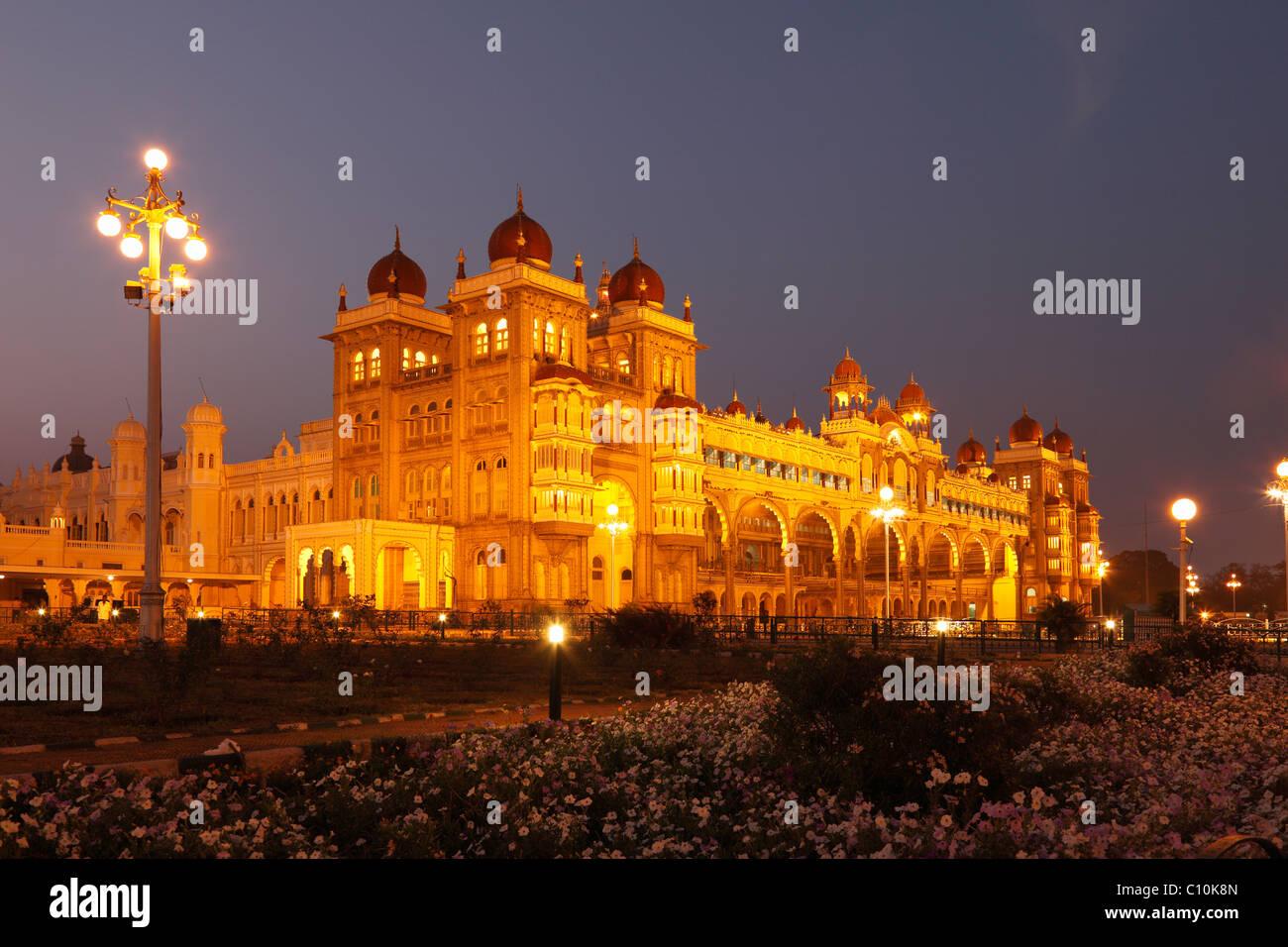 Maharaja Palace, Mysore Palast, Beleuchtung in der Nacht, Mysore, Karnataka, Südindien, Indien, Südasien, Stockbild