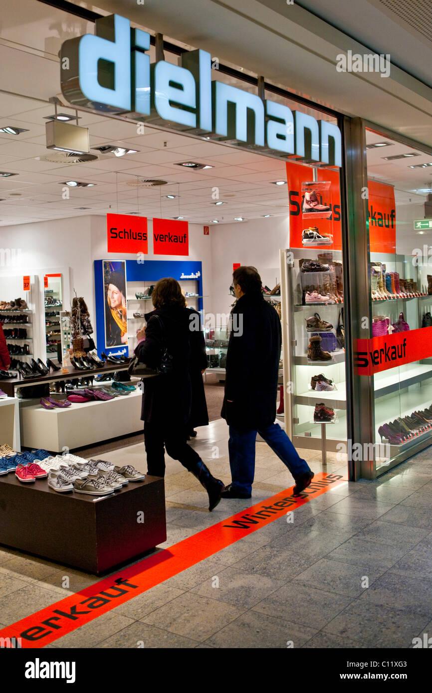 info for 26f88 d8dc3 Winterschlussverkauf in einem Dielmann Schuh Shop, Hessen ...