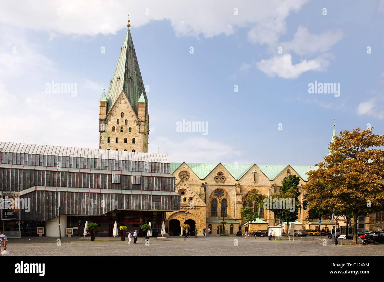 Dom und Dommuseum vom Domplatz Domplatz, Paderborn, Nordrhein-Westfalen, Deutschland, Europa Stockbild