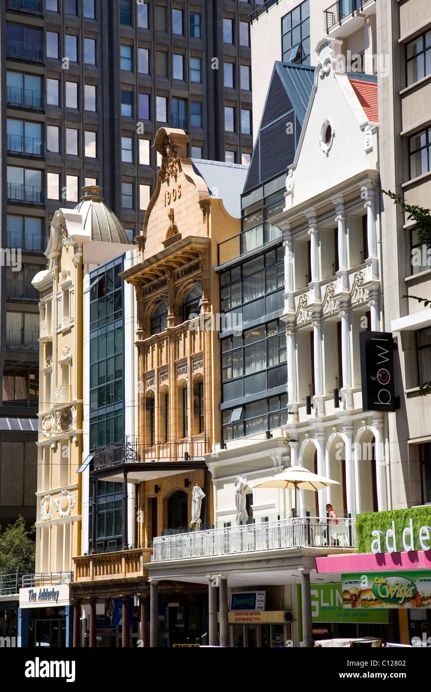 Mischung von Stilen, moderne und alte Architektur, Stadtzentrum ...