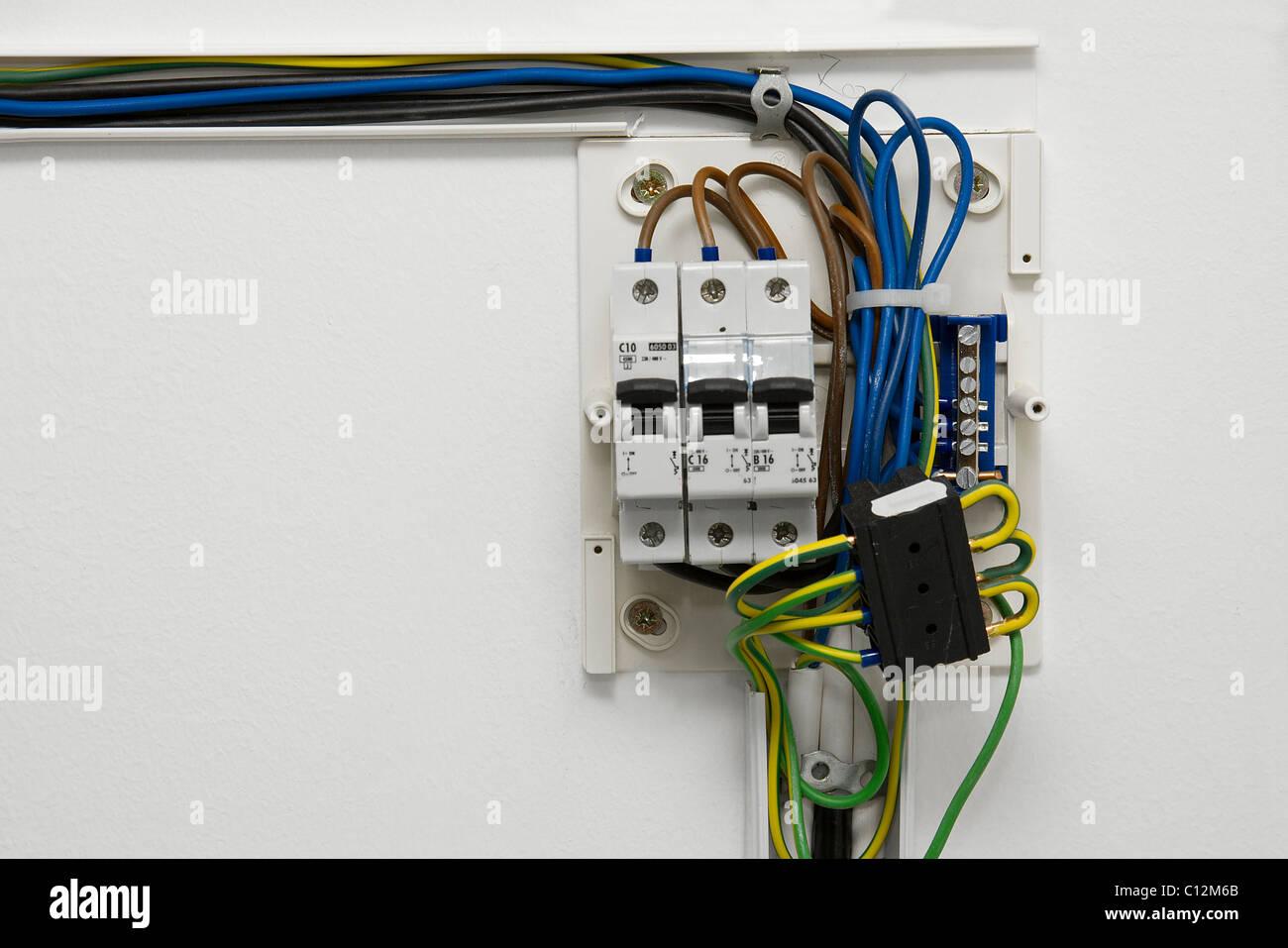 Gemütlich Elektrische Verdrahtung Des Hauses Roter Draht Galerie ...