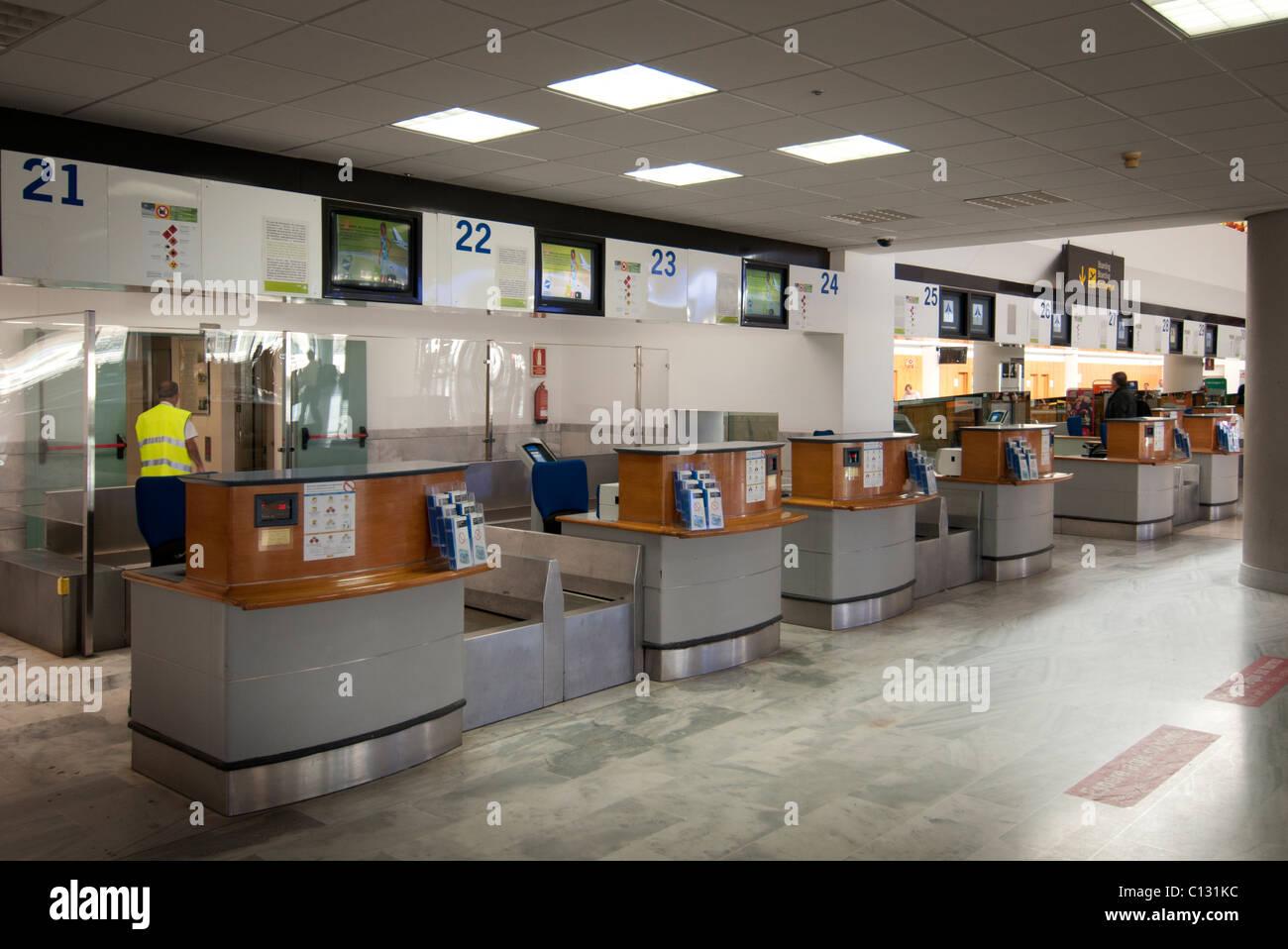 Check-in Schalter am Flughafen Lanzarote Stockbild