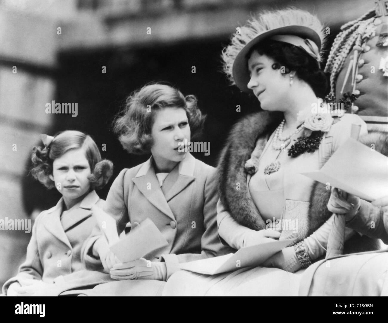 Queen Elizabeth Rechts Die Ehemalige Duchess Of York Und Ihre
