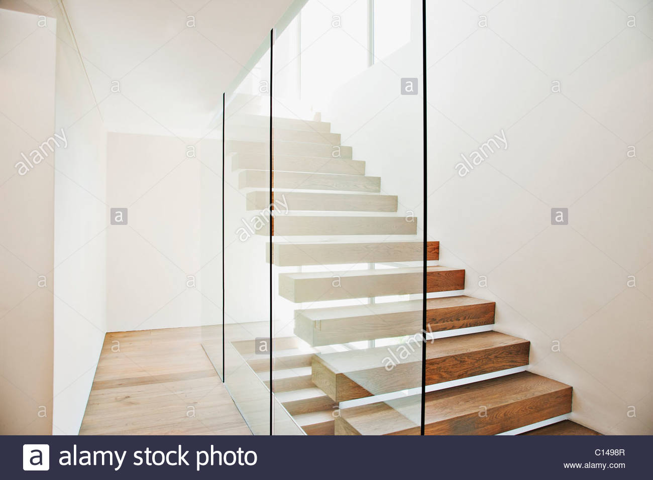 schwebende treppe und glas w nde in modernen haus stockfoto bild 35130503 alamy. Black Bedroom Furniture Sets. Home Design Ideas