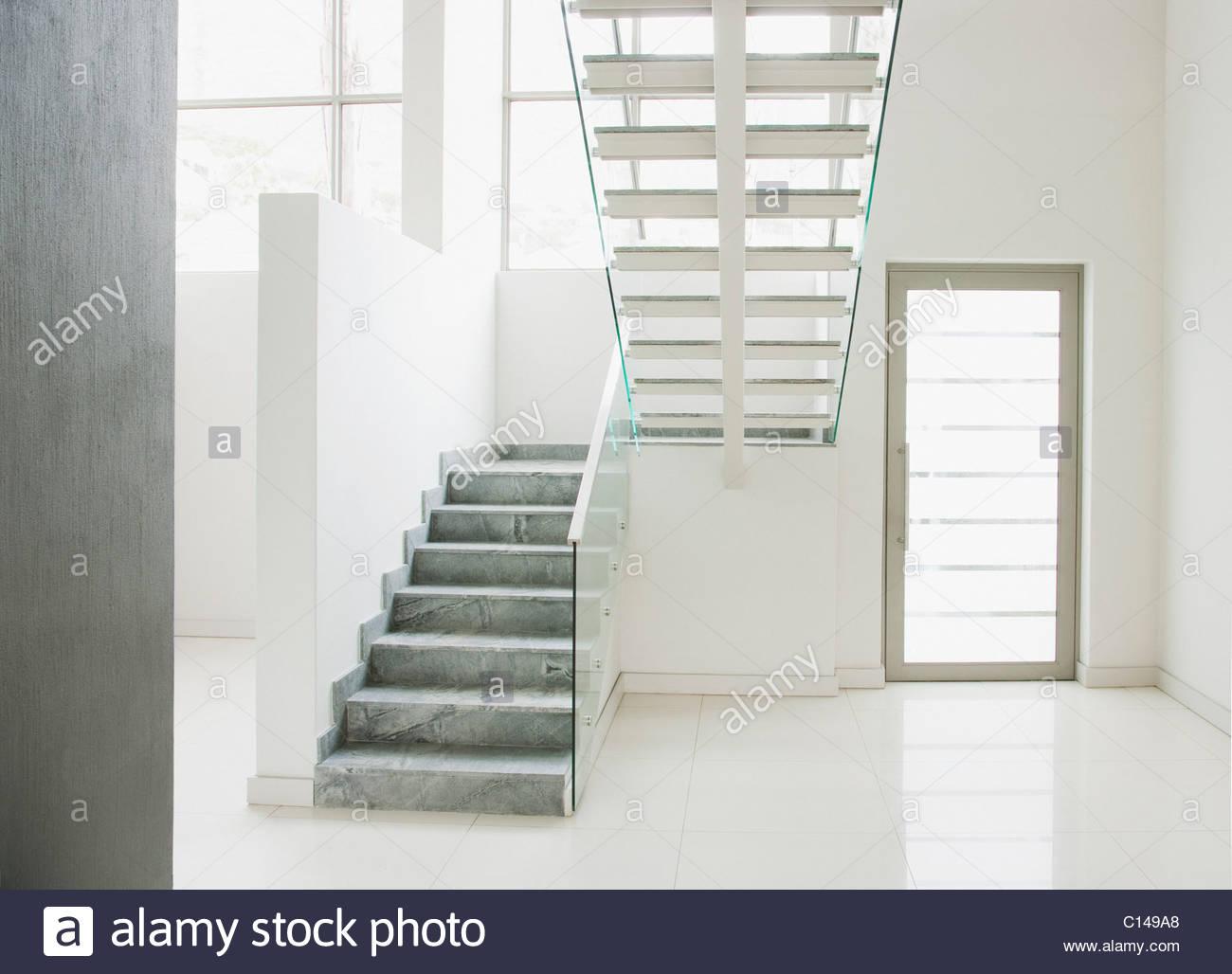 Faszinierend Schwebende Treppe Beste Wahl Und Glas Wände In Modernen