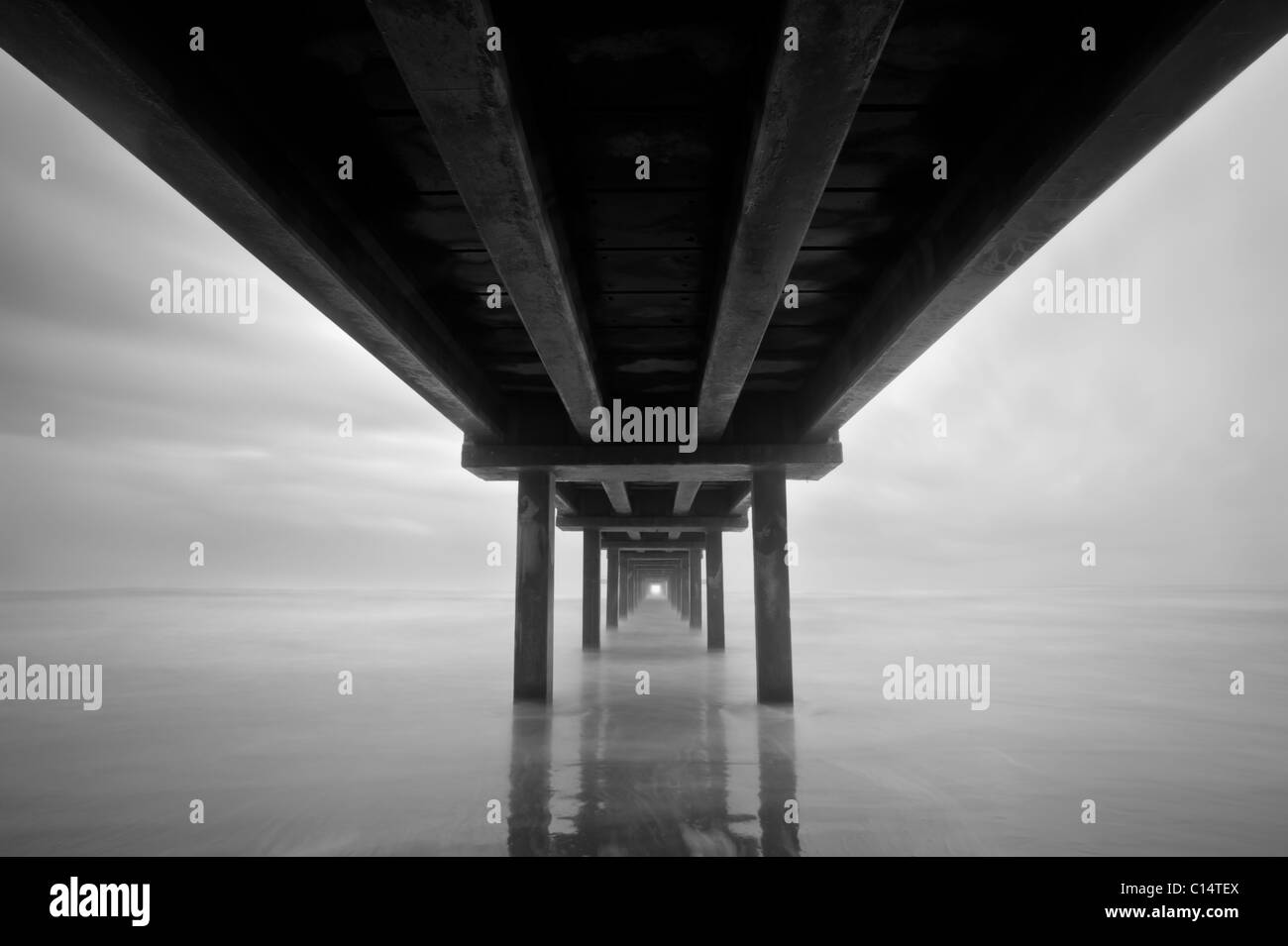 Foto unter einem Pier in Port Aransas, Texas. Stockbild