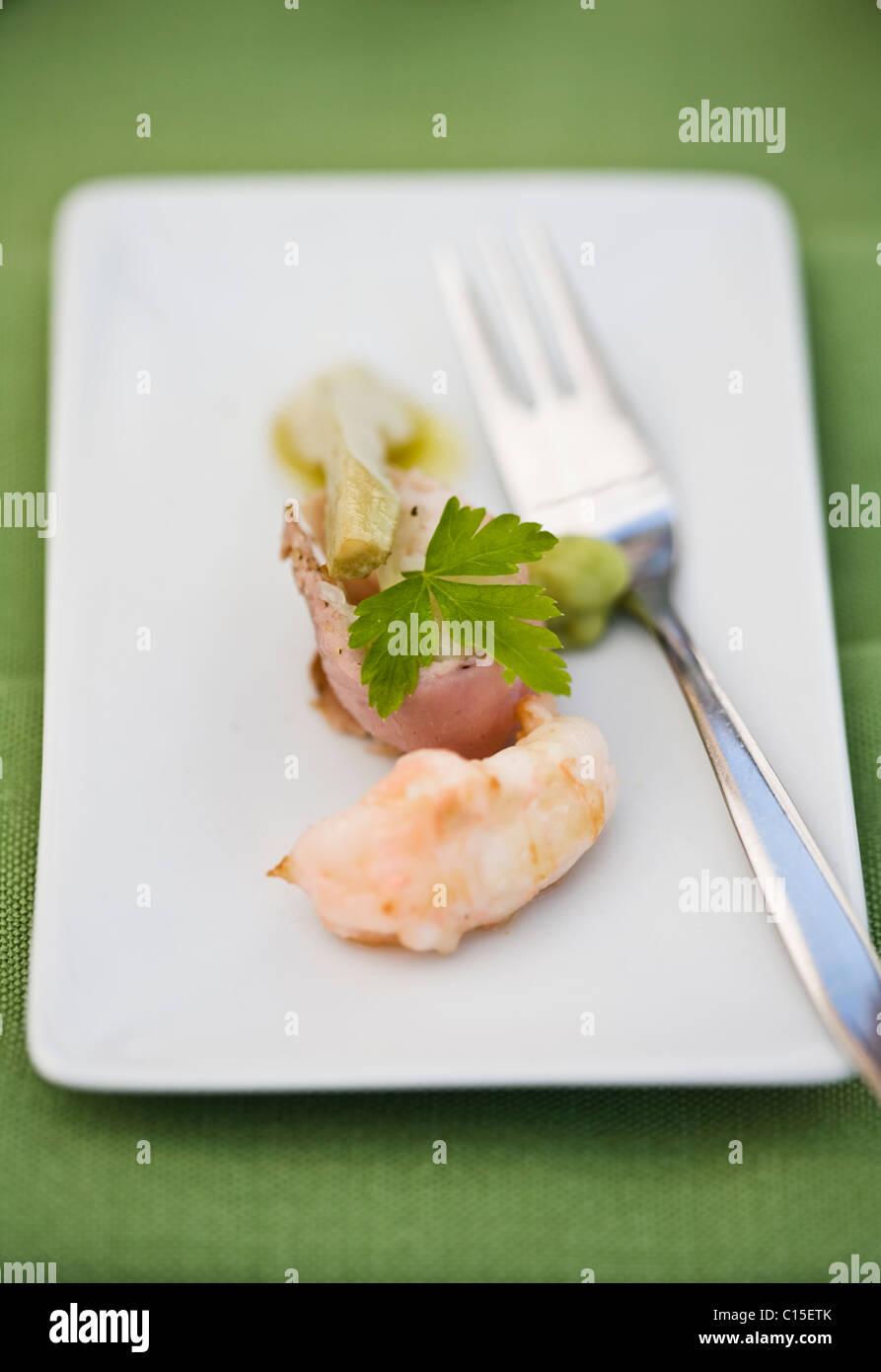 Scampi-Carpaccio mit Karotten-Koriander-emulsion Stockbild