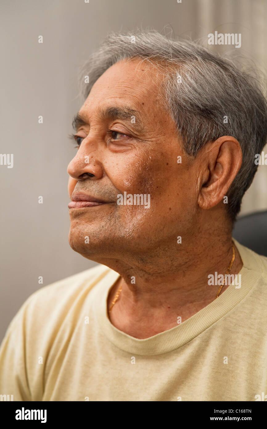 60 Jahre alter asiatischer Mann