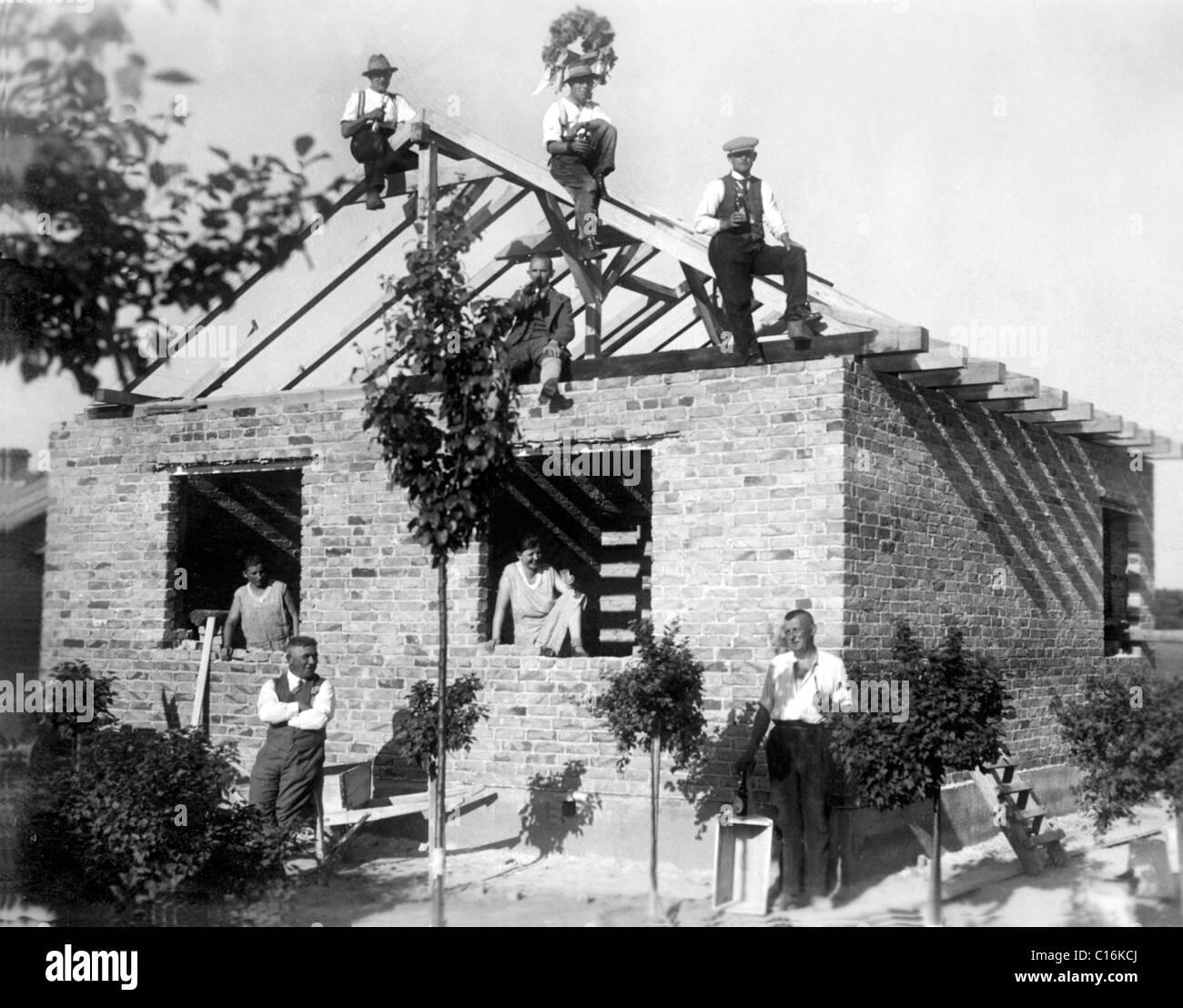 Historisches Foto, Bedachung Zeremonie in den dreißiger Jahren Stockbild