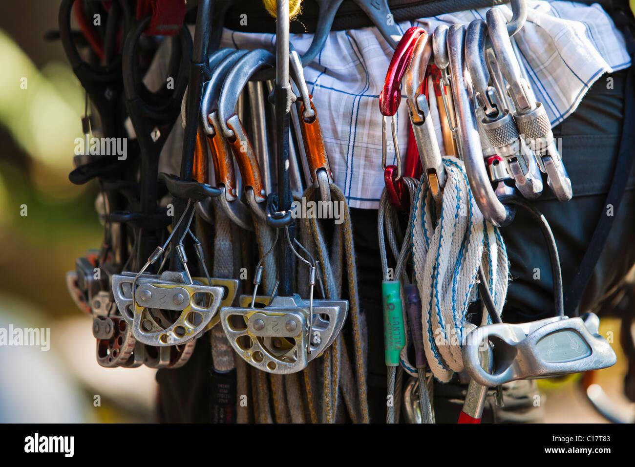 Kletterausrüstung Deutschland : Kletterausrüstung ein bergsteiger gurt hängen stockfoto bild