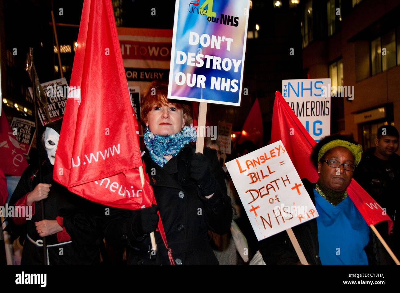 Nationalen Gesundheit Marsch von Royal London Hospital St. Barts Hospital Protest gegen Kürzungen zum Gesundheitswesen Stockbild