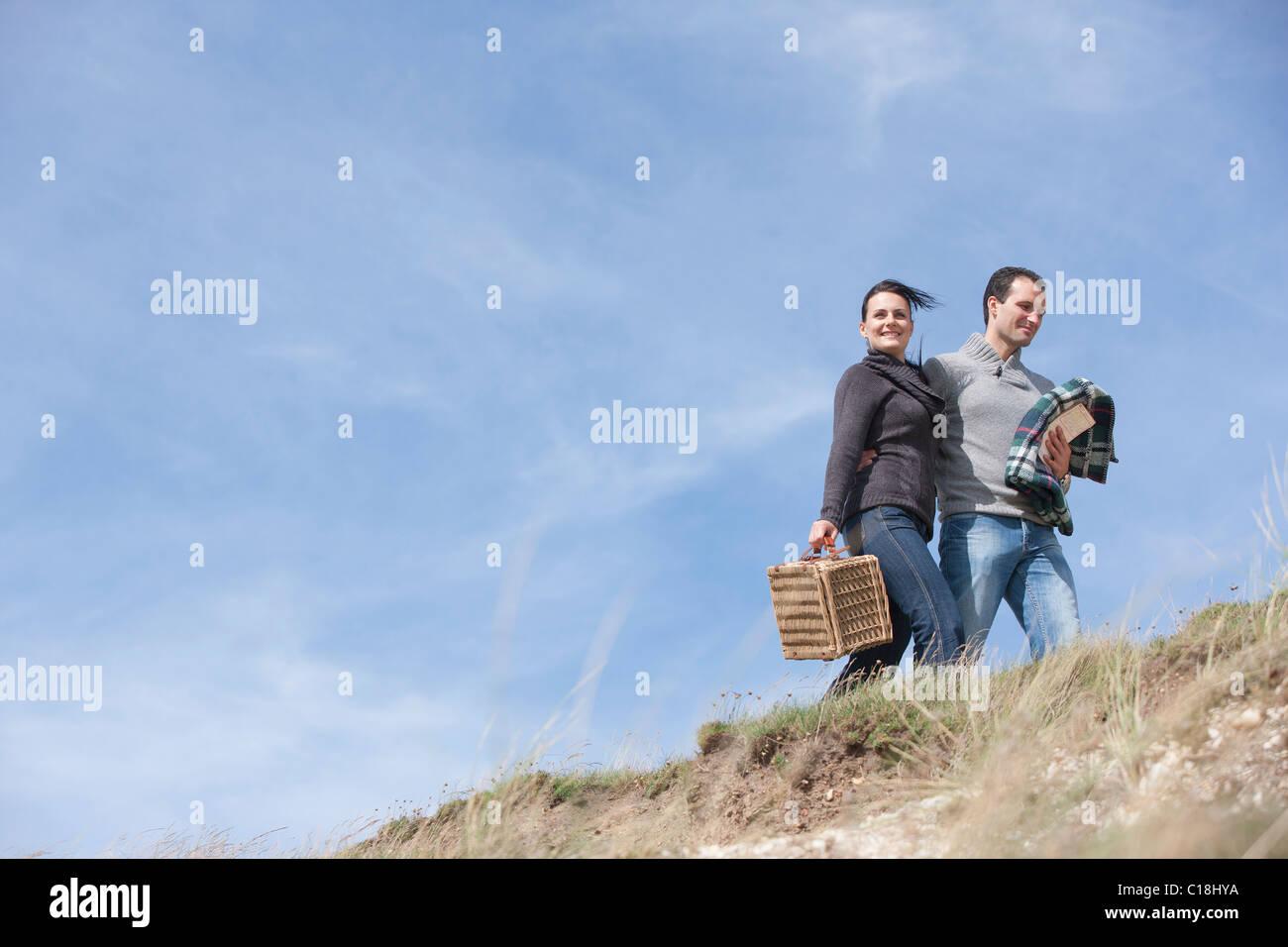 Paar bei einem Spaziergang Stockbild