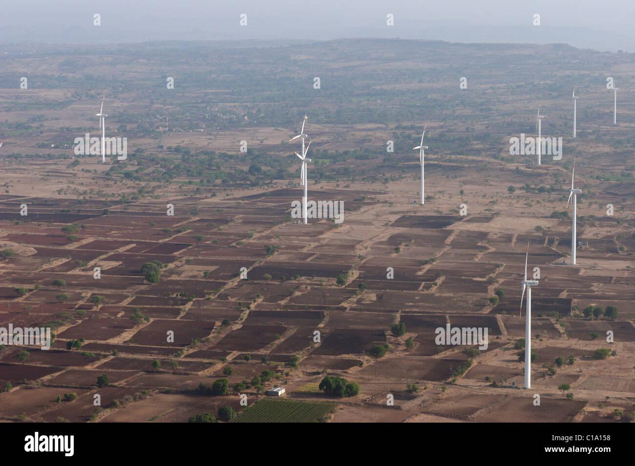 Wind Power Ökostrom Strom Turbine Turm Felder Indien Stockbild