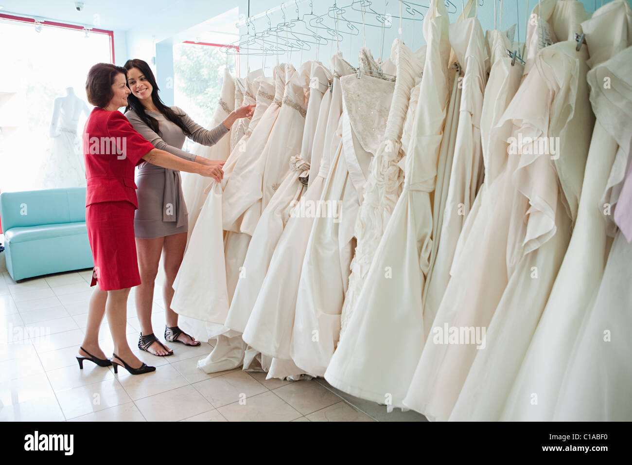 Hispanic Dresses Stockfotos & Hispanic Dresses Bilder - Alamy