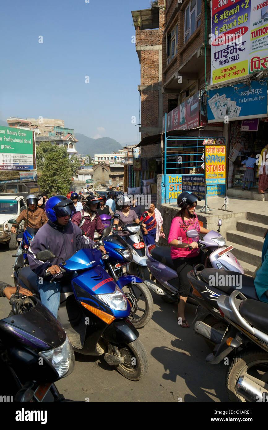 Berufsverkehr in den Straßen von Kathmandu, Nepal, Asien Stockbild