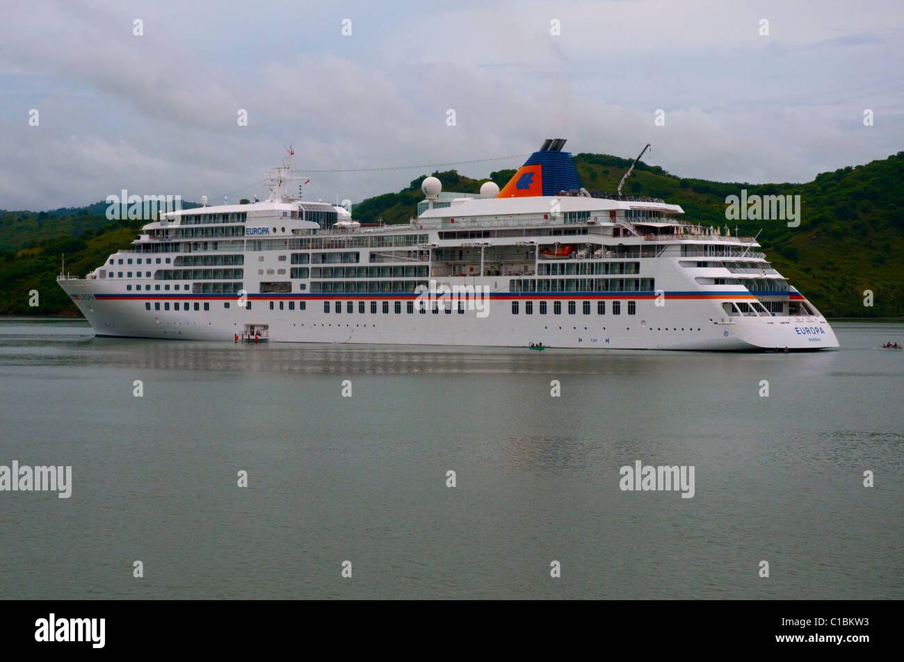 Das 5-Sterne-Luxus-Kreuzfahrtschiff Europa vor Anker vor der Insel Lombok in Indonesien Stockbild