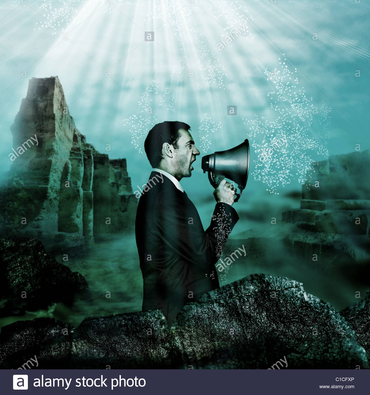 Geschäftsmann Megaphon unter Wasser halten Stockbild