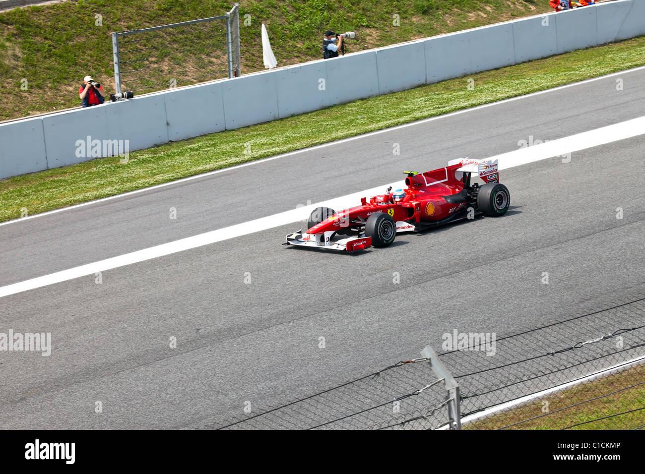 """Rennwagen auf einer Rennstrecke in der Formel 1 Grand Prix im Autodrom """"Catalunya Montmello"""" am 9. Mai Stockbild"""