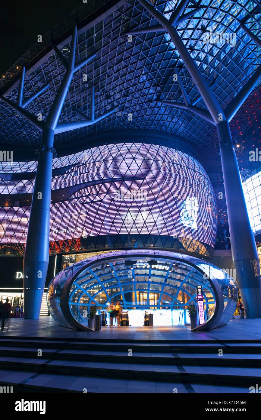 ION Orchard Mall, in der Einkaufsstraße Orchard Road, Singapur Stockbild