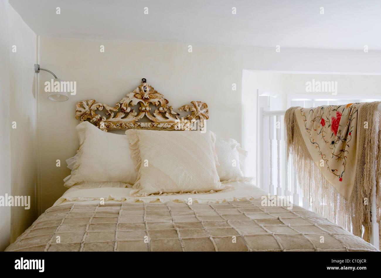 Londoner Studio Flach Und Schlafenden Galerie Eingerichtet Mit Distressed  Französisch Italienischen 18. Jahrhundert Möbel.