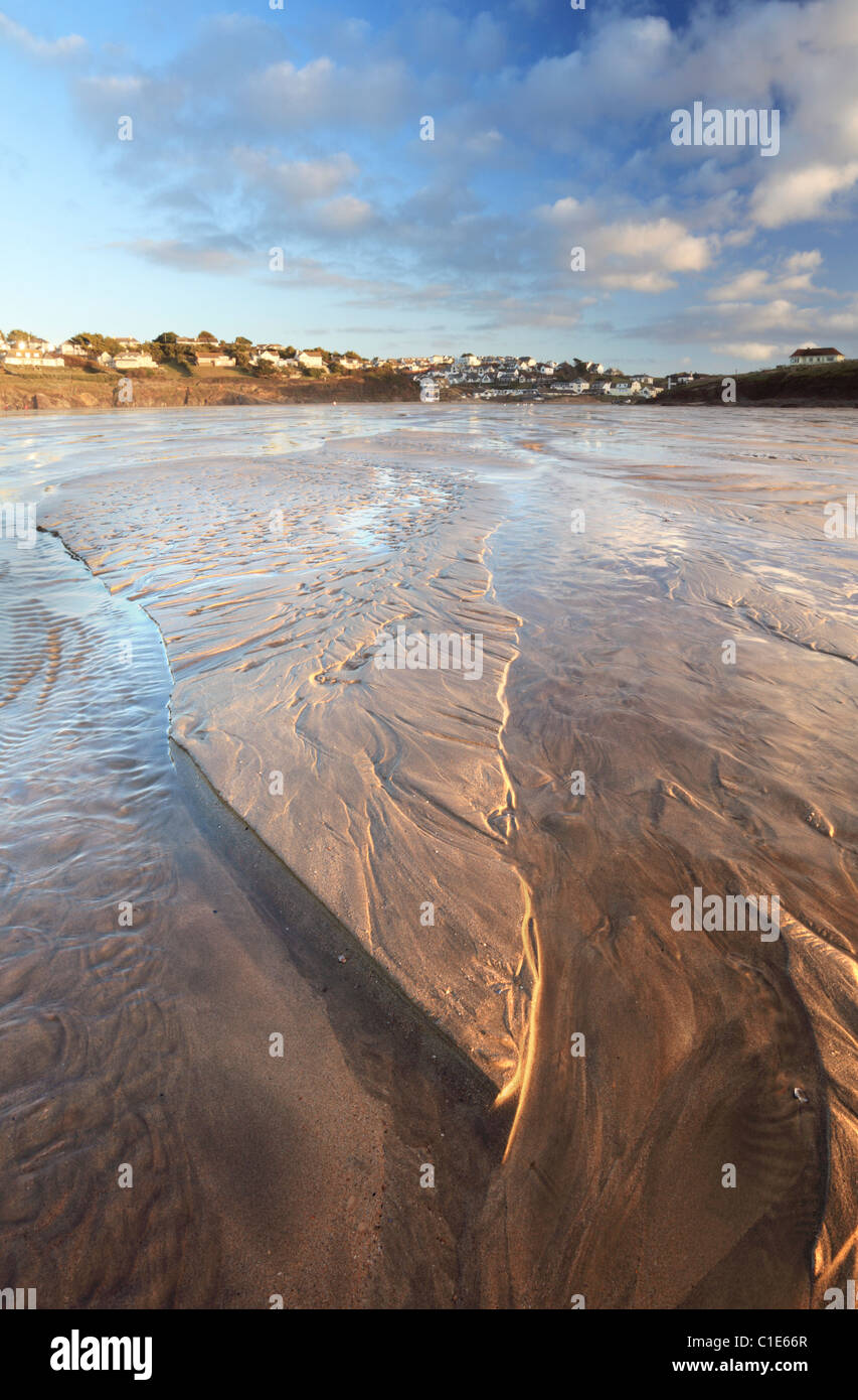 Polzeath in Cornwall eingefangen vom Strand bei Ebbe Stockbild
