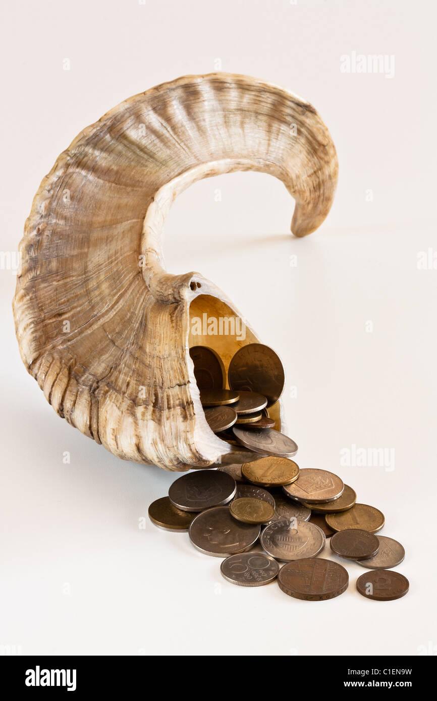 Füllhorn und Münzen #3 Stockfoto, Bild: 35359461 - Alamy