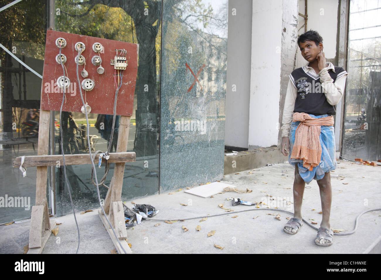 IND, Indien, 20110310, Mann mit Website-Stromversorgung Stockbild