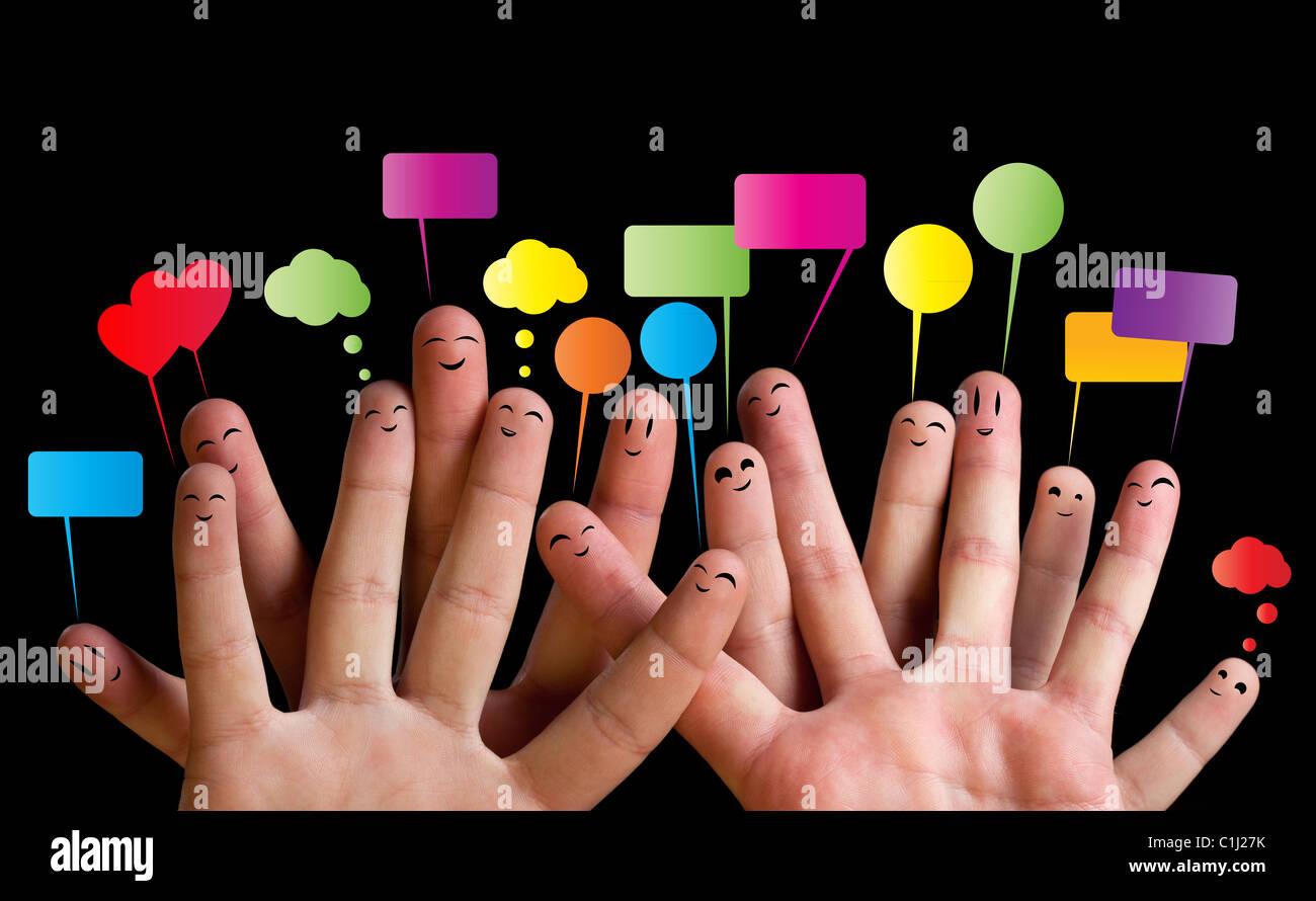 Glückliche Gruppe von Finger-Smileys mit Sprechblasen 2 Stockbild