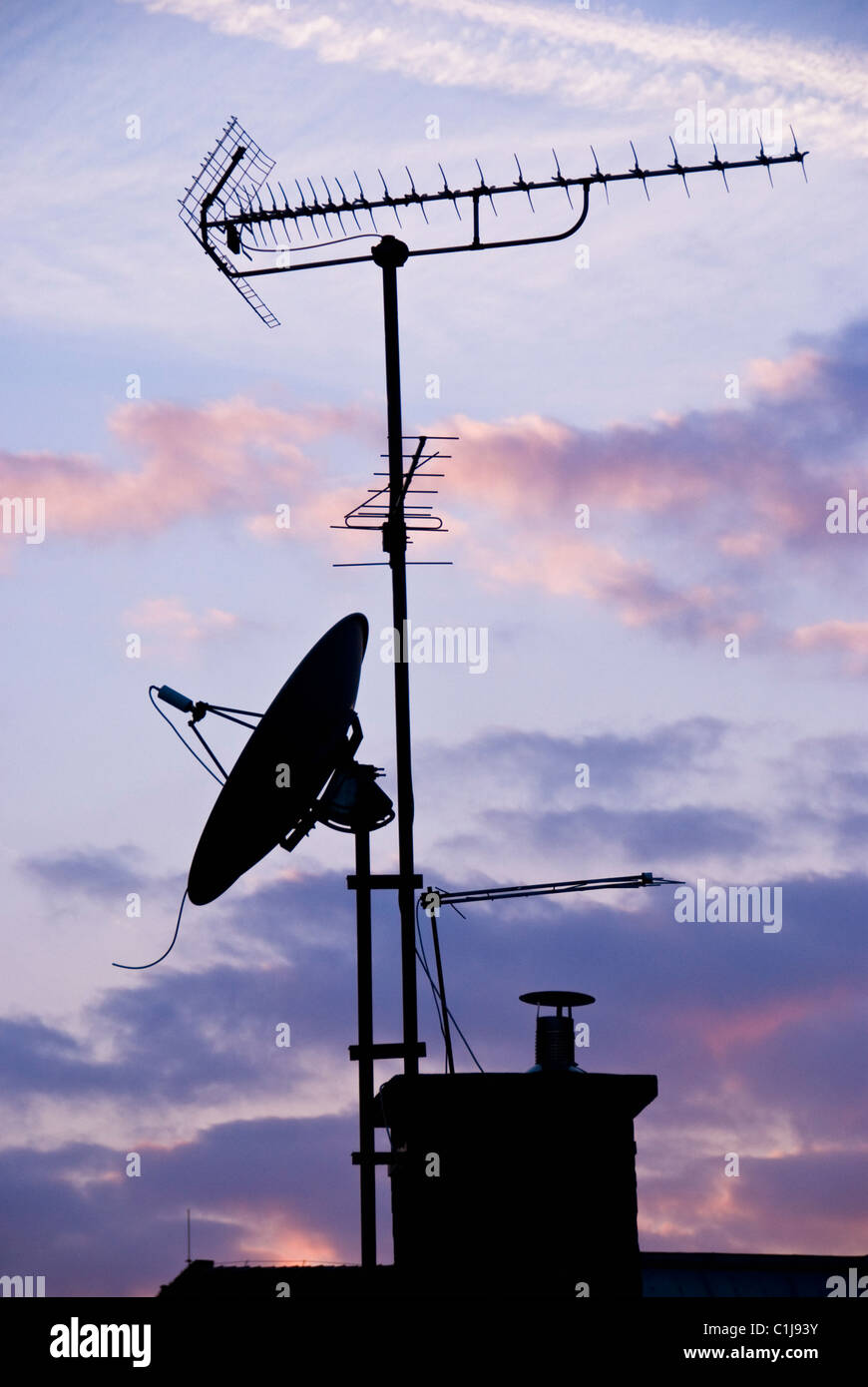Antennen auf dem Dach Stockbild