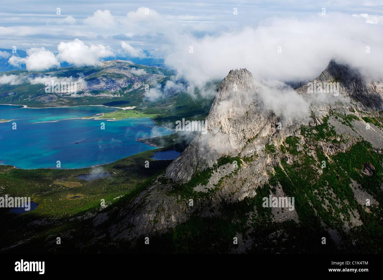 Norwegen, Troms, der Westküste des Kontinents mit Blick auf den Lofoten-Inseln (Luftbild) Stockbild