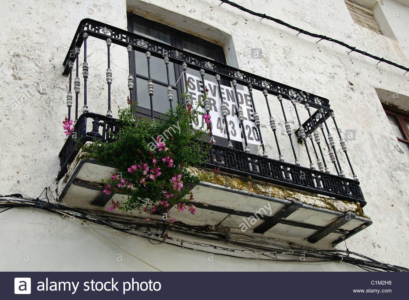 Schmiedeeisen-Balkon und Fenster mit zum Verkauf melden, Casares ...