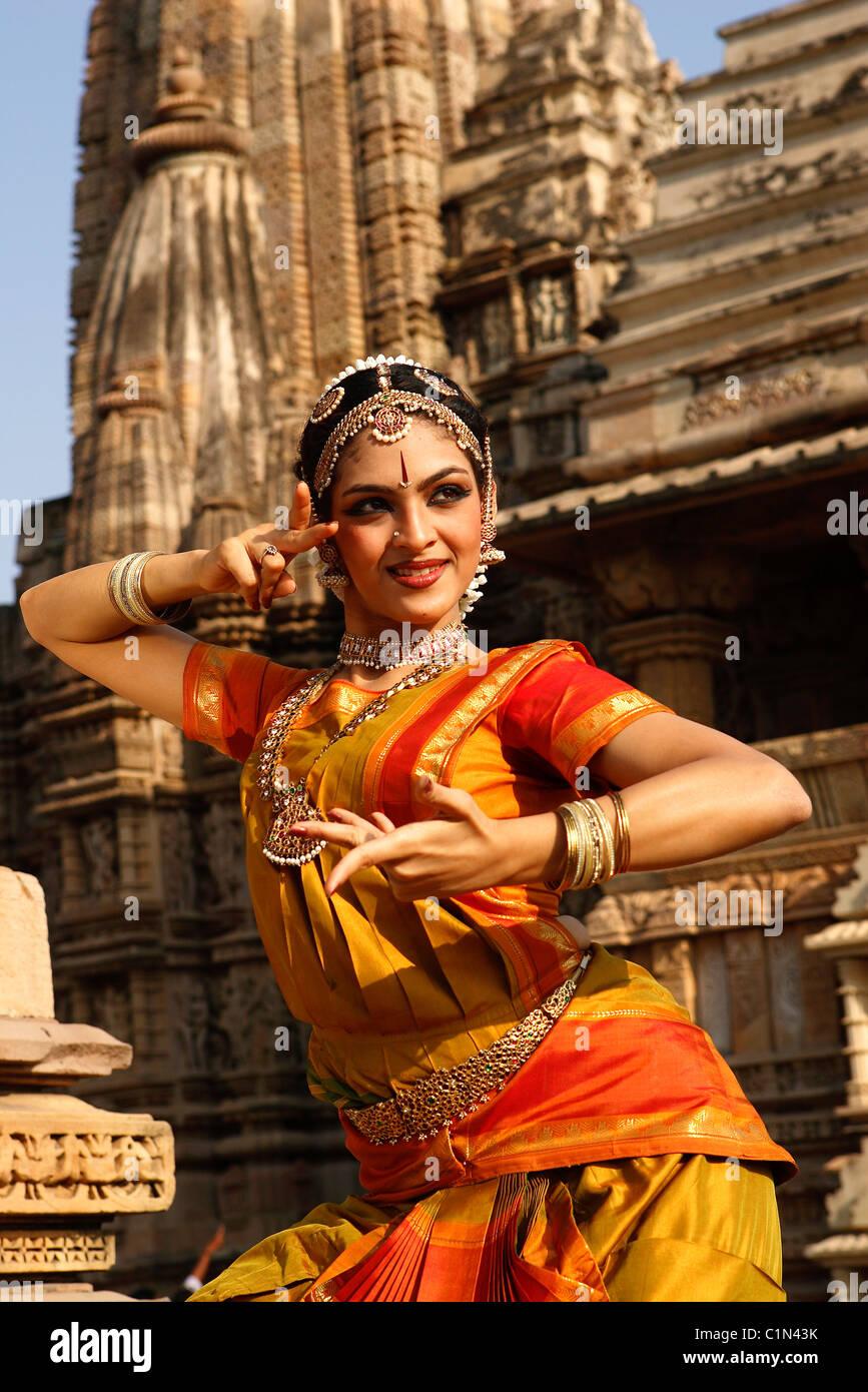 Indien, Madhya Pradesh, Khajuraho, Foto-Shooting für eine Bharatanatyam Tänzerin des Festival of dance Stockbild
