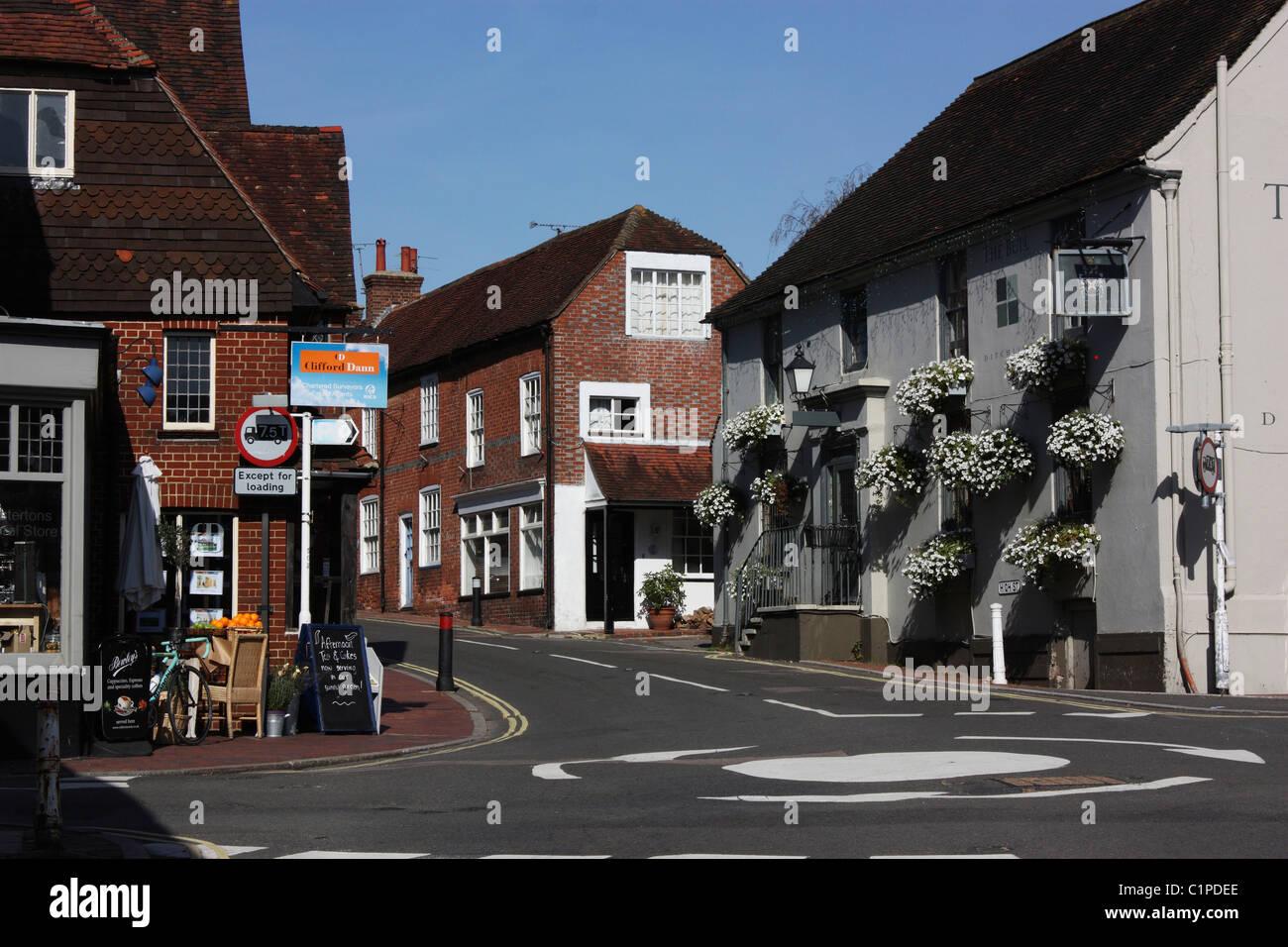 England, Sussex, Ditchling, Kreisverkehr in Dorf Stockbild