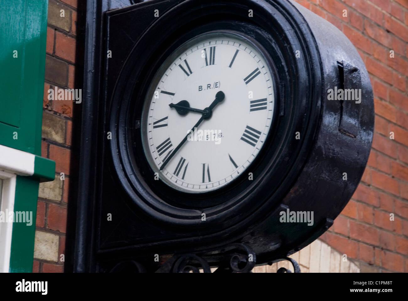 England, Norfolk, Sheringham Bahnhof Uhr Stockbild