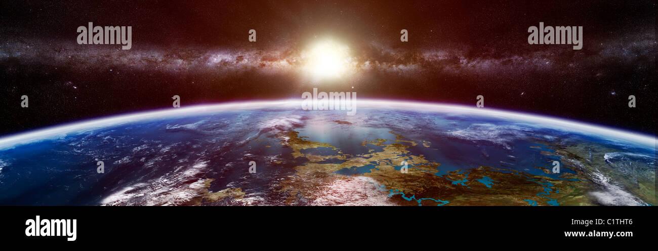 Künstlers Konzept eines außerirdischen Planeten zeigt die Sonne und eine Galaxie am Horizont. Stockfoto