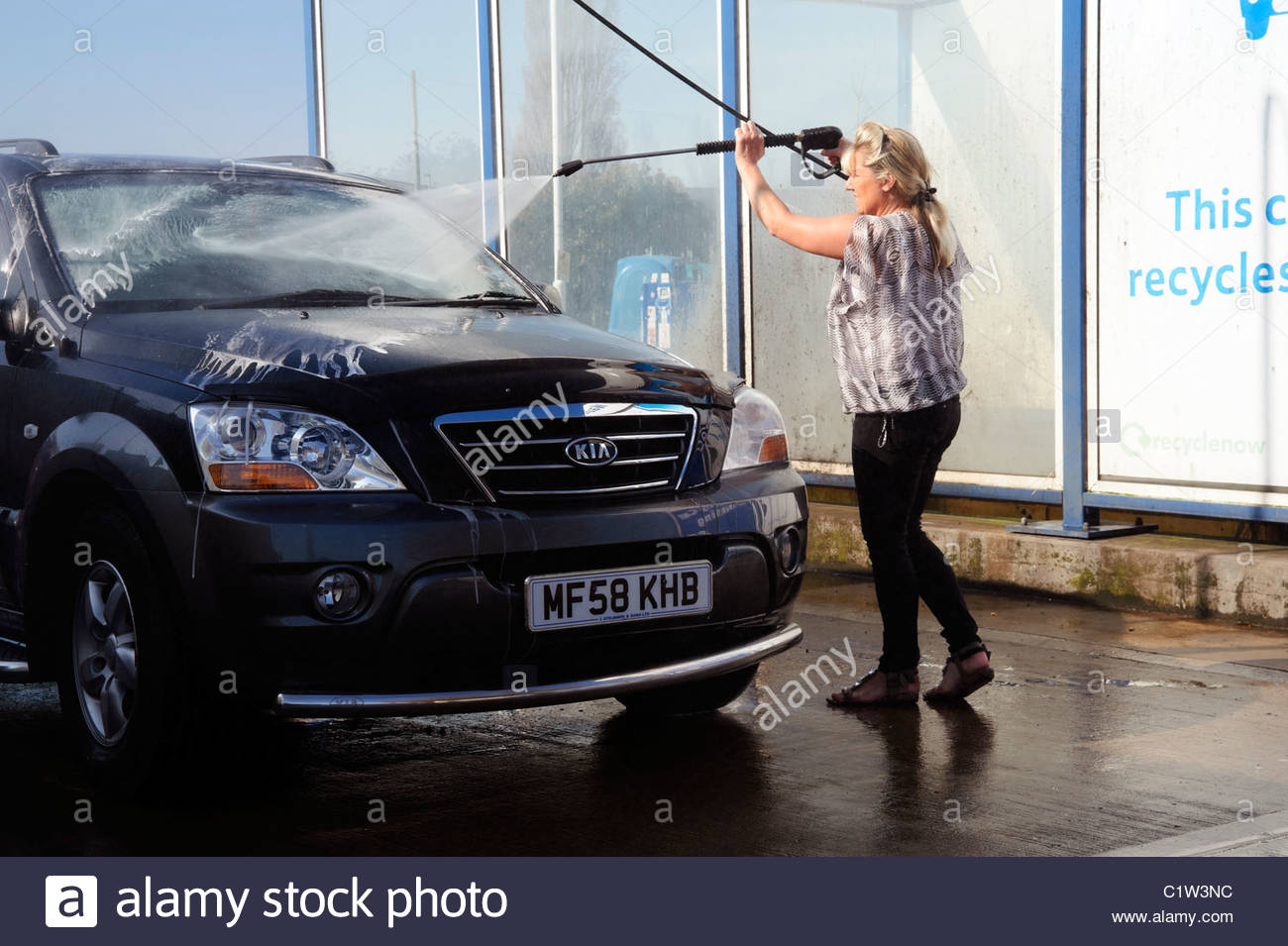 car wash uk stockfotos car wash uk bilder alamy. Black Bedroom Furniture Sets. Home Design Ideas
