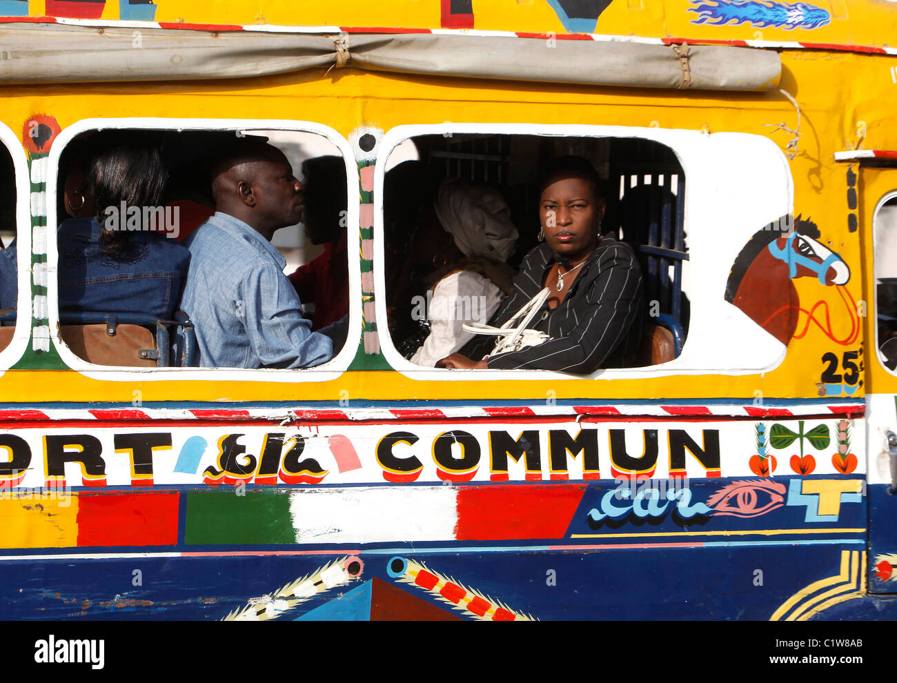 Senegal, Dakar: traditionelle öffentliche Verkehrsmittel bus Stockbild