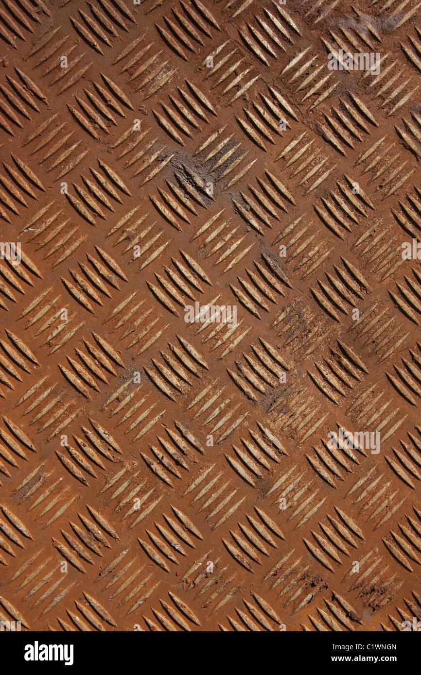 Vertikale Schuss Von Einigen Alten Rostigen Checker Platte Metall. Stockbild
