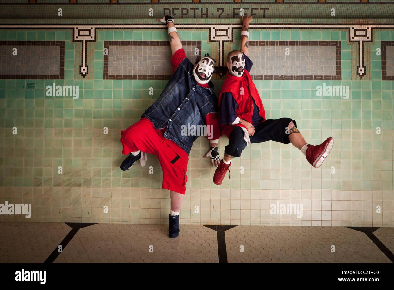 Gewalttätige J und Shaggy 2 Schmiere von Insane Clown Posse posieren für Fotos vor einem Konzert in Milwaukee, Stockbild