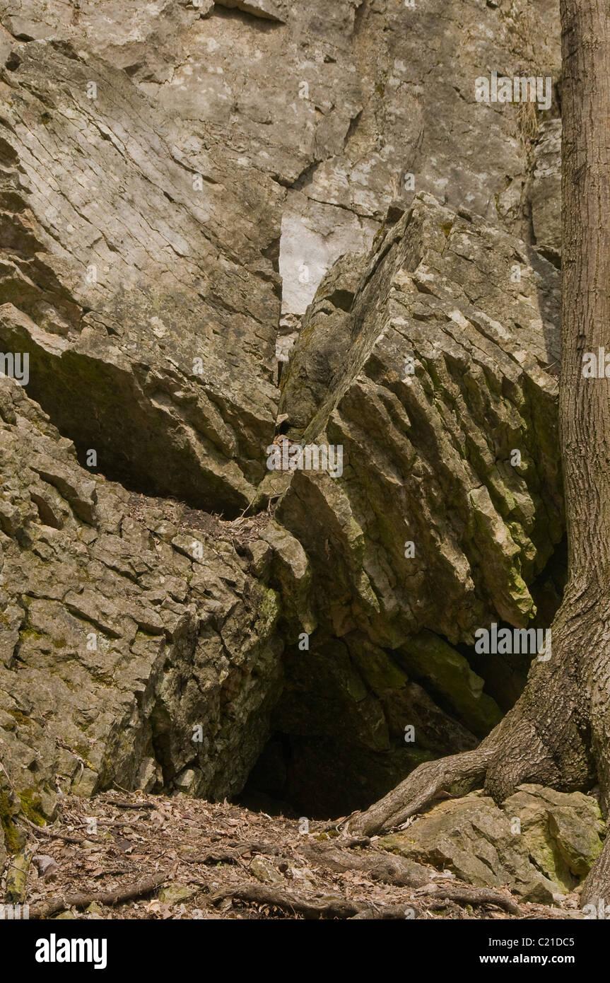 Hole in the ground stockfotos hole in the ground bilder for Loch im boden 3d